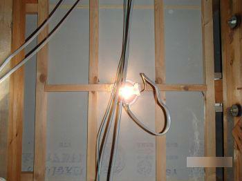 屋根裏のダウンライトの問題