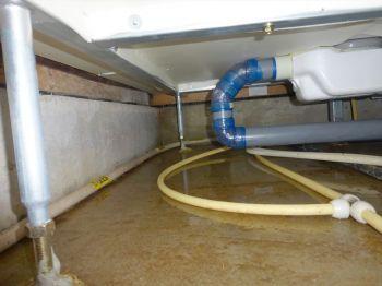 床下の漏水・水溜りの原因(雨水・結露・その他)とカビ・腐食の心配